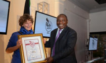 Alide Dasnois receiving the 2014 Nat Nakasa award from Deputy President Cyril Ramaphosa.